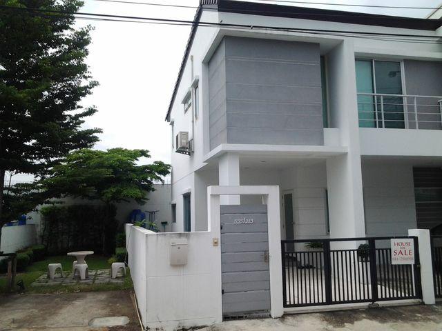 For SaleTownhouseLadkrabang, Suwannaphum Airport : Sell / Rent Townhome Nirvana Park Sukhumvit 77 behind the corner.