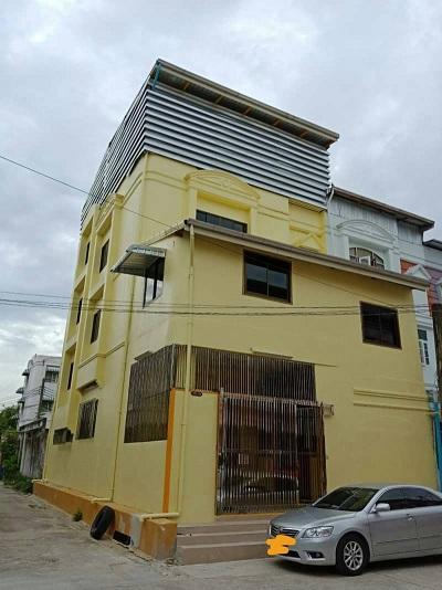 For RentShophouseRama9, RCA, Petchaburi : Commercial building for rent 4. 5 floors near MRT Rama 9.