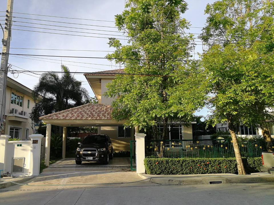 House for rent at Supalai Onnut - Suanlung, Chalermphakeait Road, Prawet, Bangkok. 4 beds, 3 baths, 80 sq.wah.