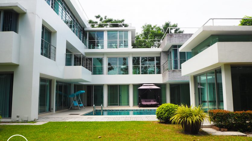 Spacious House for Rent in Nichada Thani 5Br 6Ba 238sq.wah (550 sqm) Near Central Chaeng Wattana