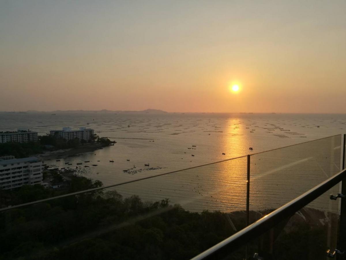 *** ให้เช่า シラチャ町近くの海の景色、夕焼け、温泉 The Zea Sriracha เดอะ ซี ศรีราชา คอนโดใหม่ ห้องวิวทะเลทุกมุมห้อง เห็นพระอาทิตย์ตกจากในห้อง ระเบียงใหญ่ มีออนเซ็นน้ำร้อนให้แช่ ส่วนกลางใหญ่ครบทุกอย่าง มีรถรับส่งเข้าเมือง***